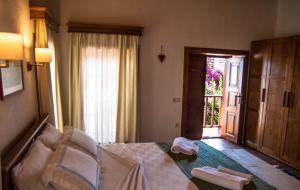 Courtyard, Hotely  Kalkan - big - 30
