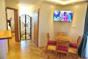 Villa Romantika, Apartmány  Zlatibor - big - 76