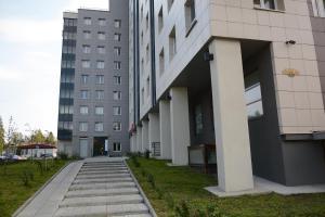 (Apartment Lyzhnaya 8a)