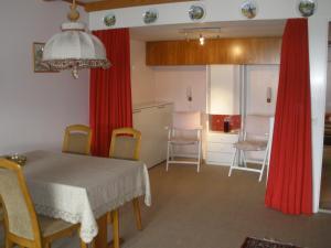 Alpen-Fewo, Residenza Quadra 115, Ferienwohnungen  Flims - big - 1