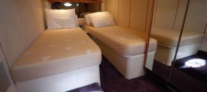 Santorini Island Luxury Yacht Cruise(Vlychada)