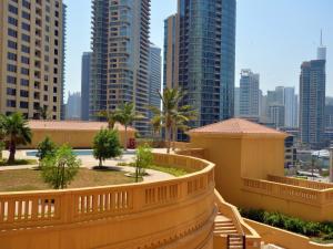 Hometown Holiday Homes - Rimal 4 - Dubai
