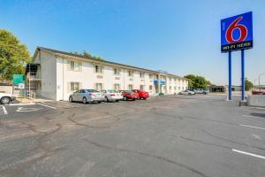 Motel 6 Wichita East
