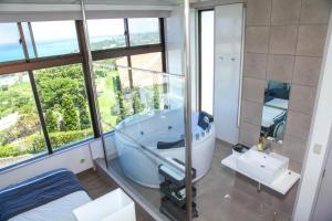 First Street Okinawa Yomitan-son Oceans, Апартаменты  Yomitan - big - 38
