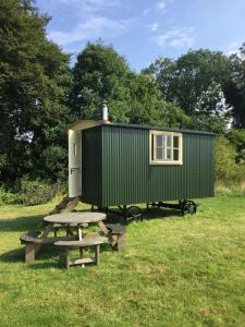 Bottom Pond Shepherd Hut