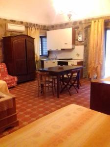 B&B Casa Marina, Bed and Breakfasts  Santo Stefano di Camastra - big - 27
