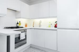 Two Bedrooms Apartment in Earls Court