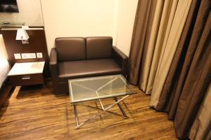 Hotel Golden Grand, Отели  Нью-Дели - big - 19