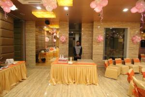 Hotel Golden Grand, Отели  Нью-Дели - big - 48