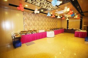 Hotel Golden Grand, Отели  Нью-Дели - big - 46