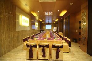 Hotel Golden Grand, Отели  Нью-Дели - big - 53