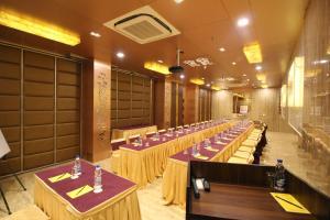 Hotel Golden Grand, Отели  Нью-Дели - big - 52