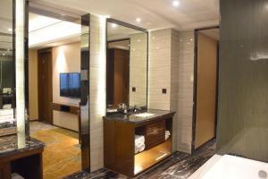 Foshan Ramada Hotel, Отели  Фошань - big - 42
