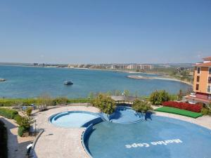 Beach Pool and Spa Apartment in Marina Cape, Apartmány  Aheloy - big - 3