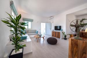 Blanca Luxury Villa(Megalochori)