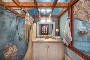 Kokos Traditional Houses(Emporio)