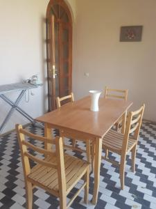 Guest house DoDo, Penzióny  Gori - big - 14