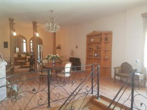 Guest house DoDo, Penzióny  Gori - big - 13