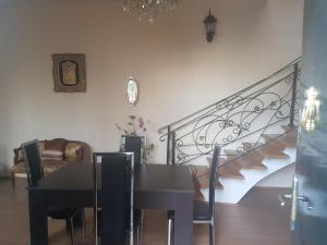 Guest house DoDo, Penzióny  Gori - big - 3