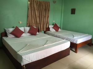 (Continental Cafe Guesthouse)