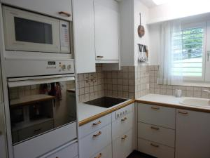 Heidi-Immo Ner A1, Apartments  Flims - big - 9