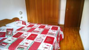 Appartamento Felce, Apartments  Pinzolo - big - 9