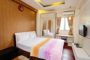 RedDoorz Apartment @ The Suites Metro Soekarno Hatta