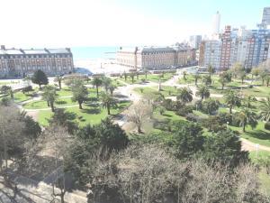 Vista Plaza Colón y Mar, Apartmanok  Mar del Plata - big - 14