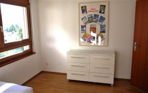 Heidi-Immo Casa Miro 6, Apartmány  Flims - big - 21
