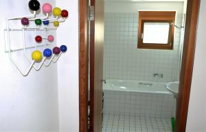 Heidi-Immo Casa Miro 6, Apartmány  Flims - big - 20