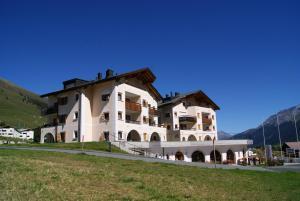 Ferienwohnungen Hotel Allegra - Apartment - Zuoz/ St. Moritz