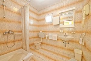 Guest House Lanča 2886, Pensionen  Banjol - big - 47