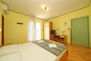 Guest House Lanča 2886, Pensionen  Banjol - big - 2