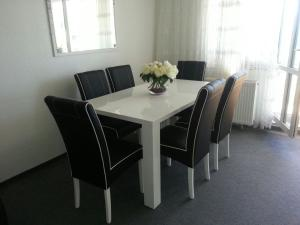 (Private Apartments & Rooms Exhibtion, Hannover City (room agency) Jakobskamp 4)