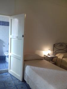 B&B Casa Marina, Bed and breakfasts  Santo Stefano di Camastra - big - 44