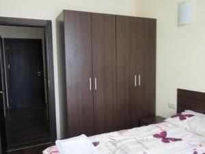 Nikolovi Apartments, Apartmány  Bansko - big - 6