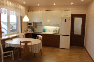 Guest House Kotiranta 2, Case di campagna  Konchezero - big - 3