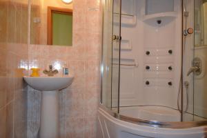 Hotel Oktyabr'skaya on Belinskogo, Hotels  Kamensk-Ural'skiy - big - 26