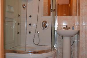 Hotel Oktyabr'skaya on Belinskogo, Hotels  Kamensk-Ural'skiy - big - 25