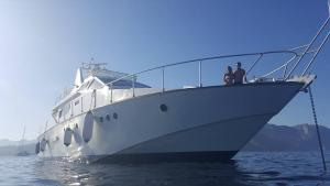 obrázek - Luxury Twin Yachts Sorry & Fortune