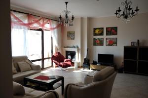 Apartment at Hillside Village, Apartmány  Bozhurets - big - 22