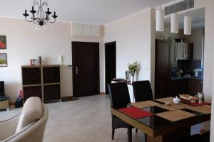 Apartment at Hillside Village, Apartmány  Bozhurets - big - 40