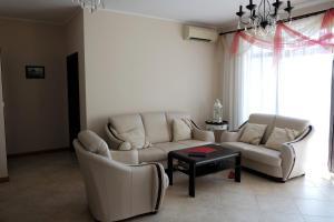 Apartment at Hillside Village, Apartmány  Bozhurets - big - 33