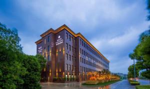 (Ningbo Haiju Lijing Hotel)