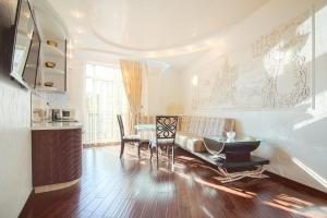 Comfort in Historical Center of Odessa, Apartments  Odessa - big - 14