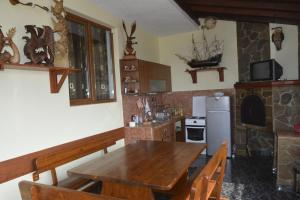 Nelina Guesthouse, Гостевые дома  Божурец - big - 5