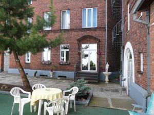 Отель у Медведя, Гусев