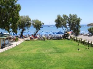 Parilti Beach & Apartments