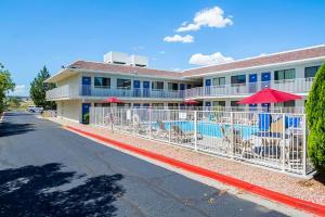 Motel 6 Pueblo - I-25