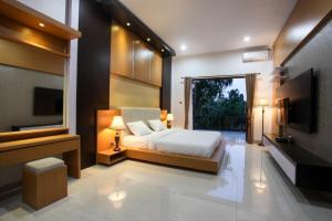 Wardana Villa Jl Karma Kandara